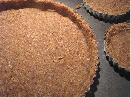 straw-pie-crust-pre.jpg